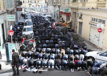 prières dans la rue.jpg
