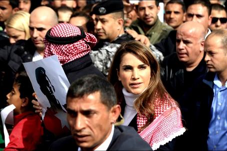 La-Reine-Rania-De-Jordanie-De-file-En-Me-moire-Du-Pilote-Maaz-Al-Kassasbeh-Brule-Vif-Par-Daech.jpg