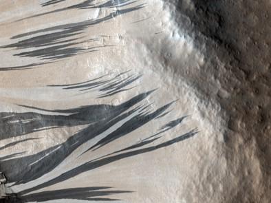 traînées noires sur Mars .jpg