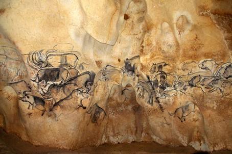 Chauvet - grotte chauvet - la-grande-fresque-de-la-salle-du-fond.jpg